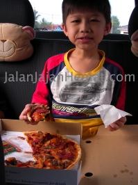 Berbekal Izzi Pizza