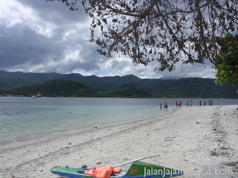 Bersihnya pasir di Pulau Tangkil
