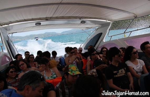 Suasana di dalam speedboat