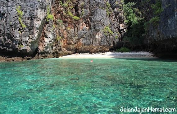 Snorkeling di Loh Sama Bay