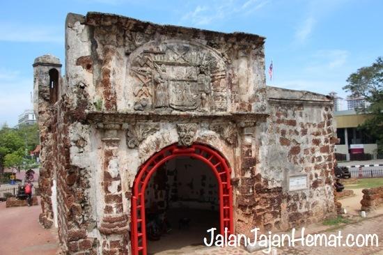 Gerbang Santiago dari belakang