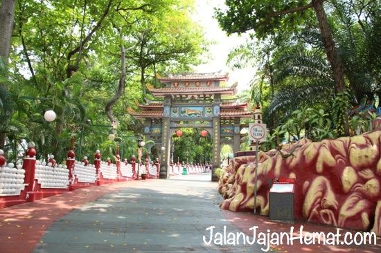 Gerbang masuk Haw Par Villa