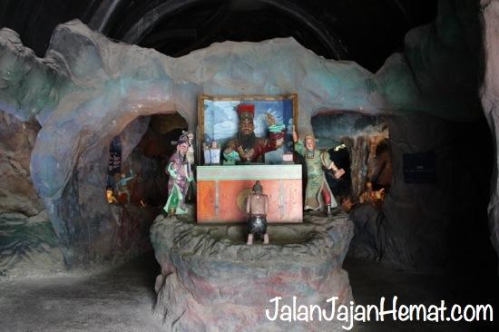 Diorama pengadilan di Neraka