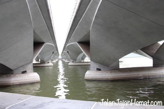 Arsitektur Esplanade Bridge