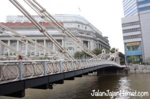 """Jembatan """"Cavenagh Bridge"""""""