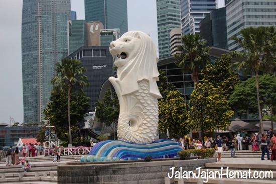 Patung Merlion yang lagi ngambek :)