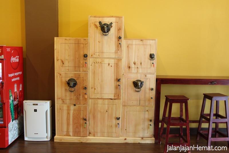 Loker untuk menyimpan barang bawaan
