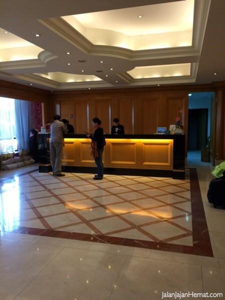 Lobby City Suites Hotel