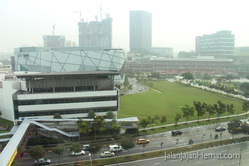 View dari kamar, stasiun MRT Jurong East