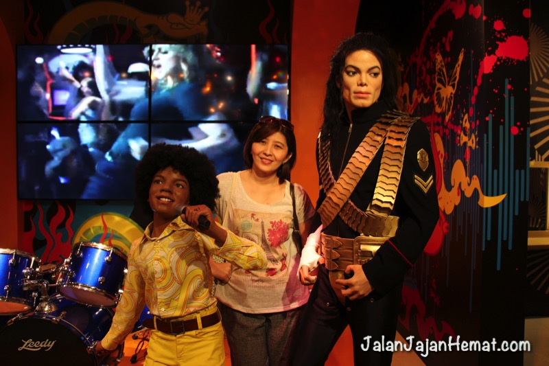 Bersama Michael Jackson kecil dan dewasa