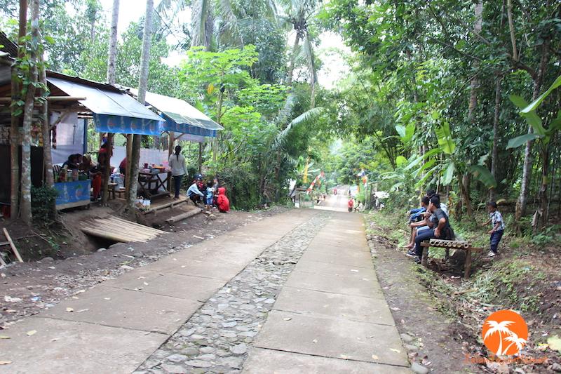Jalan menuju ke rumah doa
