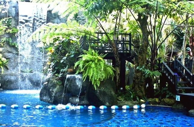 amaroosa-hotel-kolam-renang